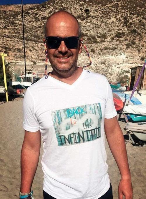 Camiseta Blanco con cuello pico Back to the Infinitti